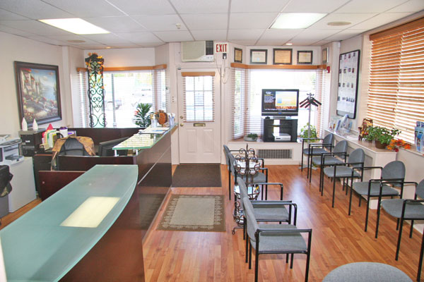 Dr. Neil Liebman's Advanced Chiropractic and Wellness Center is located in Pennsauken, New Jersey. This is the waiting room area.